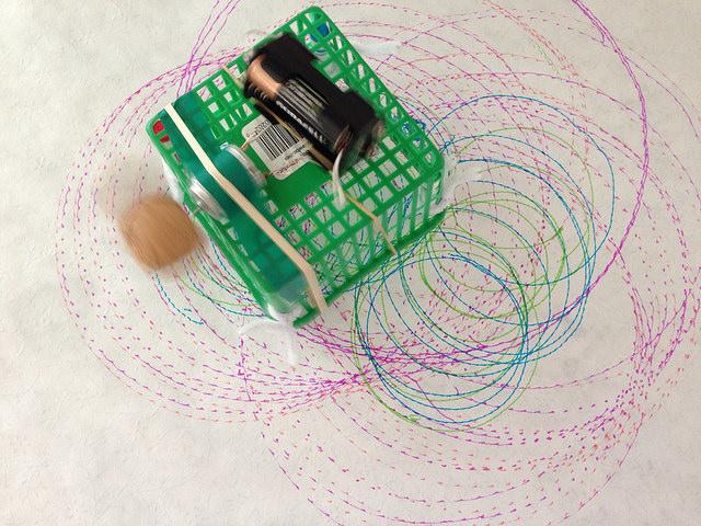 """En """"scribbling machine"""" – ritande maskin. Bild av Sally Wilson"""